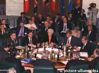 Arhivska fotografija s mirovnih pregovora za Bosnu i Hercegovinu 17.02.1996. Za stolom su, između ostalih, Tuđman, Izetbegović, Milošević i Ischinger.