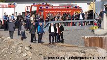 Aktuell, 10.10.2021, Bad Neuenahr-Ahrweiler, Bundespraeisdent Frank-Walter Steinmeier besucht das Ahrtal und verschafft sich einen Ueberblick. HIer bei der Besichtigung der Ahrtorbruecke in Ahrweiler