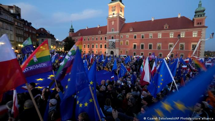 Демонстрация на Замковой площади в Варшаве