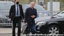 11.10.2021 Olaf Scholz (M), SPD-Kanzlerkandidat und Bundesminister der Finanzen, kommt zu dem Tagungsort für die Sondierungsgespräche. Heute beraten die SPD mit der FDP und Bündnis 90/Die Grünen zur Bildung einer neuen Bundesregierung nach der Bundestagswahl. +++ dpa-Bildfunk +++