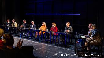 Участники дискуссии об искусстве в зоне риска в Немецком театре