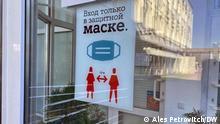 Aushang über Maskenpflicht und Abstandsregeln, Brest, Belarus, 2021