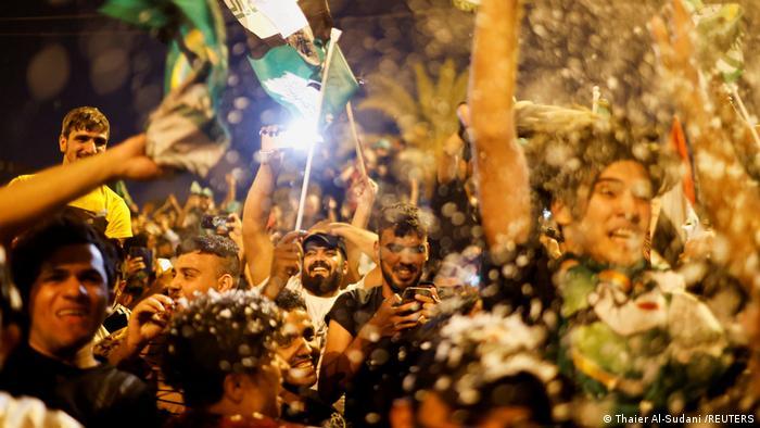BdTD | Sadr-Anhänger feiern nach den Parlamentswahlen im Irak