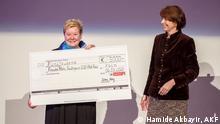 """Preisverleihung 2020. Else Falk-Preis für Frauke Mahr, Leiterin der Organisation """"Lobby für Mädchen"""". Den Preis hat die Bürgermeisterin von Köln Henriette Reker übergeben."""