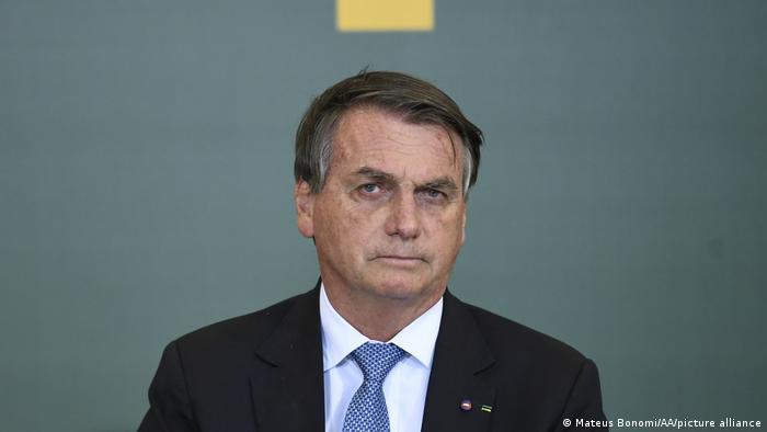 YouTube apaga live de Bolsonaro e suspende canal por sete dias