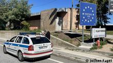 08.10.21, Vilar Formoso, Portugal, Von wegen freie Fahrt an EU-Grenzen: Portugals Landpolizei GNR sucht am Grenzübergang Vilar Formoso nach Limo-Schmugglern // Hiermit räume ich der Deutschen Welle das Recht ein, das/die von mir bereitgestellte/n Bild/er zeitlich, räumlich und inhaltlich unbeschränkt zu nutzen. Ich versichere, dass ich das/die Bild/er selbst gemacht habe und dass ich die hier übertragenen Rechte nicht bereits einem Dritten zur exklusiven Nutzung eingeräumt habe.