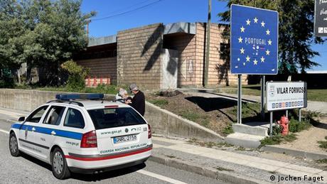 Portugal Die Portugiesische Polizei sucht an der Granze nach Limo-Schmugglern