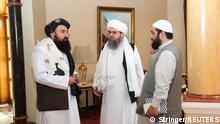12.10.2021, Doha, Qatar, Taliban delegates, Shahabuddin Delawar and Khairullah Khairkhwa wait ahead of a meeting with U.S. and European delegates in Doha, Qatar October 12, 2021. REUTERS/Stringer. NO RESALES. NO ARCHIVES.