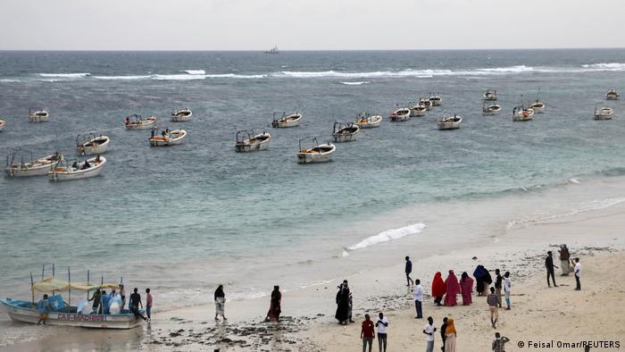 Somalia Blick auf die Menschen am Strand von Liido in Mogadischu