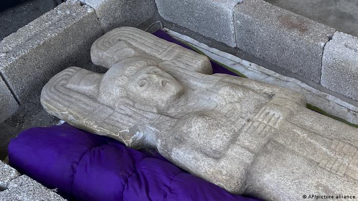 Mexiko | Statue einer weiblichen Figur in Hidalgo Amajac ausgegraben
