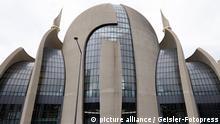 Außenansicht der Moschee beim Tag der offenen Moschee in der DITIB Zentralmoschee in Ehrenfeld. Köln, 03.10.2021