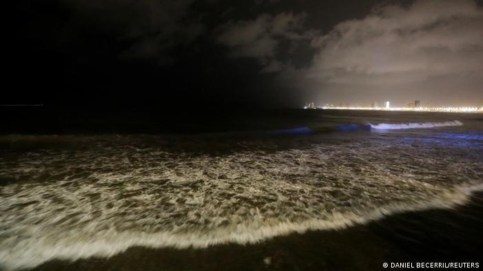 El huracán Pamela agita las aguas en la costa del Pacífico de México.