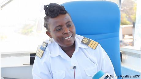 Tanzania | Mayasa Mzandi | Weiblicher Fährkapitän in Mtwara