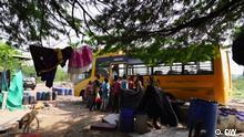 Sendedatum: 13.10.2021 A 'Hope Bus' welcomes children on board.