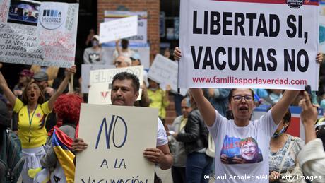 Protesta de los antivacunas a finales de agosto en Bogotá, Colombia.