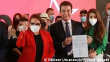 Honduran presidential candidate for the National Opposition Unity of Honduras, Salvador Nasralla (C), is seen next to his running mate Xiomara Castro de Zelaya (L) of the Libertad y Refundacion (LIBRE) party, in Tegucigalpa, on October 13, 2021. - Honduras will hold general elections on November 28, 2021. (Photo by Edinson UMANZOR / AFP) (Photo by EDINSON UMANZOR/AFP via Getty Images)