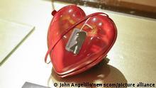 USA New York   Ausstellung persönlicher Gegenstände von Amy Winehouse vor Versteigerung