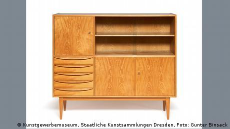 50er-Jahre-Sideboard aus Holz mit Schubfächern und Türen