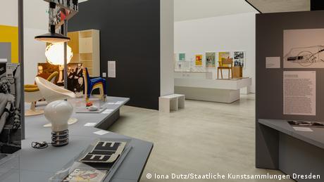 Blick auf Ausstellung Deutsches Design 1949 – 1989 in der Kunsthalle im Lipsiusbau