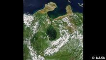 Mit einer Fläche von 13.000 Quadratkilometern (5.000 Quadratmeilen) im Nordwesten Venezuelas ist der Maracaibo-See einer der größten Seen Südamerikas und einer der ältesten der Welt. Quelle: https://earthobservatory.nasa.gov/images/148894/troubled-waters