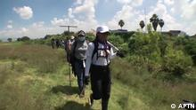 Ort: Morelos, Mexico Sendedatum: 15.10.2021 Rechte: APTN Bild: Mexico search.jpg Bildbeschreibung: A team searches for the graves of people who disappeared in the central Mexican state of Morelos.