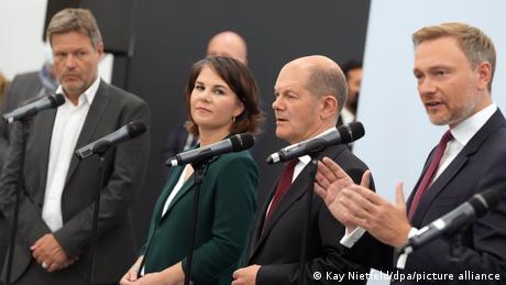 Robert Habeck, Annalena Baerbock, Olaf Scholz, Christian Lindner at a press conference