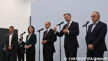 (L-R) The co-leader of Germany's Greens (Die Gruenen) party Robert Habeck, co-leader of Germany's Greens and chancellor candidate for the 2021 federal election Annalena Baerbock, German Finance Minister, Vice-Chancellor and the Social Democratic SPD Party's chancellor candidate Olaf Scholz, Germany's Free Democratic Party (FDP) leader Christian Lindner, and Germany's SPD party co-leader Norbert Walter-Borjans address a press conference after a session of exploratory talks with leading members of the SPD, the Greens and the FDP party in Berlin on October 15, 2021. - Germany's Social Democrats, Greens and liberal FDP have forged a preliminary agreement to build the country's next government, Finance Minister Olaf Scholz said on October 15 after a series of three-way discussions. (Photo by CHRISTOF STACHE / AFP)