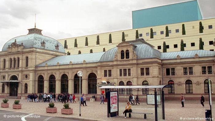 Blick auf das neue Festspielhaus Baden-Baden Flash-Galerie (picture-alliance/dpa)