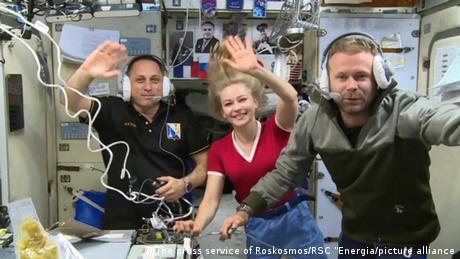 نجح الفريق الروسي في دخول التاريخ كأول عمل سينمائي يتم تصويره في الفضاء الخارجي، على متن محطة الفضاء الدولية