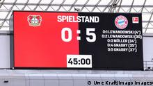 Fussball, Bundesliga, Deutschland, Herren, Saison 2021/2022, 8. Spieltag, BayArena Leverkusen, Bayer Leverkusen rot - FC Bayern München weiss Halbzeitstand von 0:5 auf der Anzeigetafel. Feature, Symbol, Symbolbild, Einzelbild. DFB/DFL REGULATIONS PROHIBIT ANY USE OF PHOTOGRAPHS AS IMAGE SEQUENCES AND/OR QUASI-VIDEO *** Football, Bundesliga, Germany, Men, Season 2021 2022, Matchday 8, BayArena Leverkusen, Bayer Leverkusen red FC Bayern Munich white half-time score of 0 5 on the scoreboard Feature, Symbol, Symbolic Image, Single Image DFB DFL REGULATES PROHIBIT ANY USE OF PHOTOGRAPHS AS IMAGE SEQUENCES AND OR QUASI VIDEO
