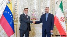 Iran Venezuela, Treffen der Außenminister Felix Ramon Plasencia Gonzalez und Hossein Amir Abdollahian, Außenminister Venezuela und Iran haben am 18.10.2021 in einer Pressekonferenz in Teheran angekündigt, dass die zwei Länder vorhaben, ein 20jähriges Kooperationsabkommen zu unterzeichnen.