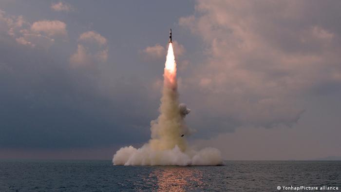 Coreia do Norte confirma teste de míssil lançado por submarino