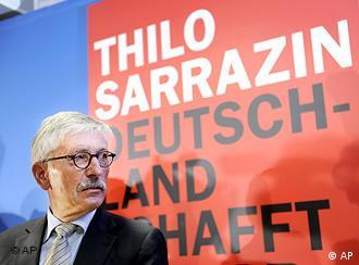 Обложка книги Саррацина Германия самоликвидируется