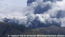 Aso shoots a smoke as high as 3,500 meters in Aso, Kumamoto Prefecture