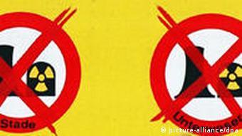 Ein Transparent der Anti-Atombewegung mit dem Schriftzug Abschalten und durchgestrichenen AKW-Symbolen.