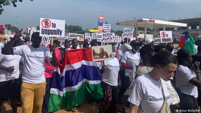 Gambia | Jugend-Demonstration