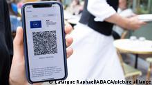 Frankreich Paris | Pass Sanitaire auf Smartphone