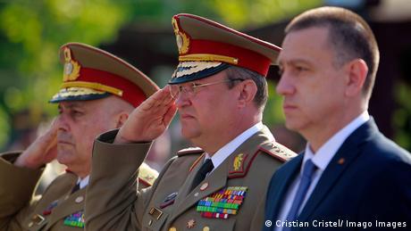Generalul Nicolae Ciuca (în centrul imaginii)