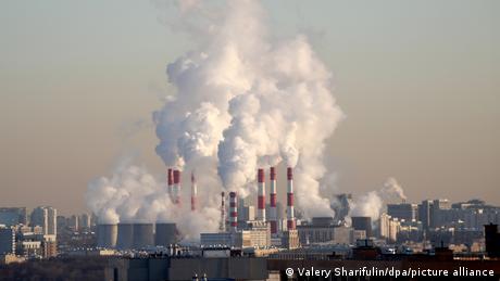 Symbolbild Schornsteine Fabrik