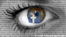 Facebook Schriftzug spiegelt sich in den Augen einer besorgt blickenden Frau mit Binärzahlen *** Facebook logo is reflected in the eyes of a worried-looking woman with binary numbers