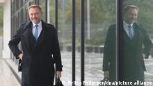 A smiling Christian Lindner arriving for coalition talks