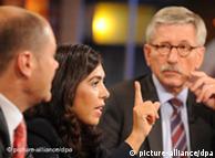 Ο οικονομολόγος Τίλο Σάρατσιν σε τηλεοπτική συζήτηση