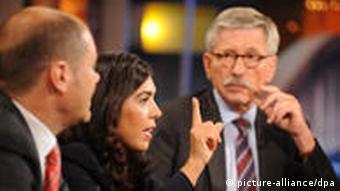Ayguel Oezkan speaking with Thilo Sarrazin