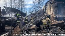 This handout photograph taken and released by the Russian Emergency Situations Ministry on October 22, 2021, shows firefighters working to put out a fire at a gunpowder and chemicals plant in Ryazan Region. - Seven people died and nine others were missing after a fire on Friday at a factory southeast of Moscow that produces industrial explosives as well as armaments. (Photo by Handout / RUSSIAN EMERGENCY SITUATIONS MINISTRY / AFP) / RESTRICTED TO EDITORIAL USE - MANDATORY CREDIT AFP PHOTO / RUSSIAN EMERGENCY SITUATIONS MINISTRY - NO MARKETING - NO ADVERTISING CAMPAIGNS - DISTRIBUTED AS A SERVICE TO CLIENTS