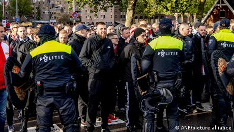 Police contain Union Berlin fans