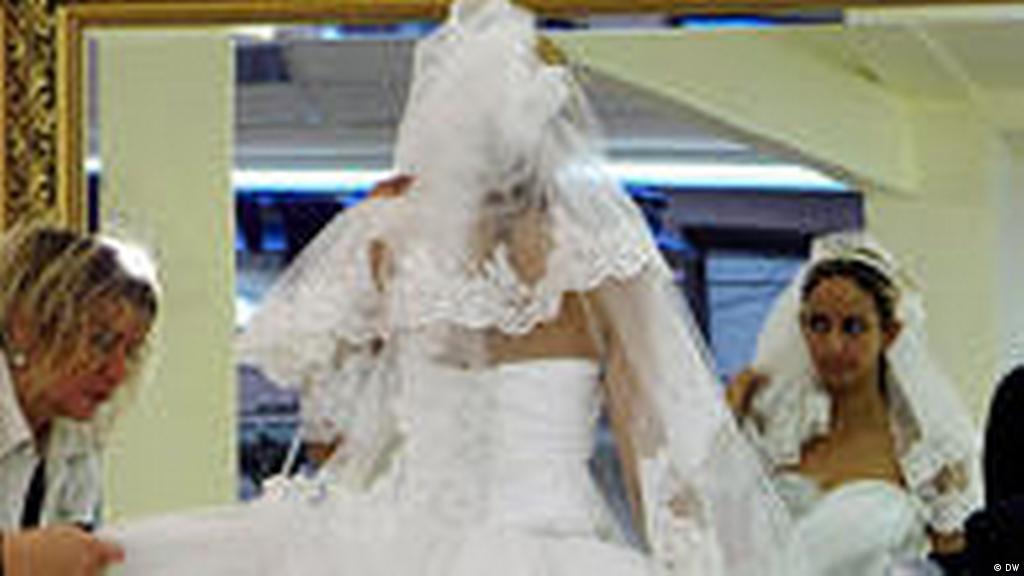 Mit Turkischer Brautmode Aus Der Misere Kultur Dw 31 08 2010