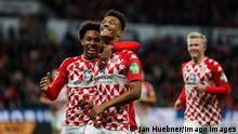 22.10.2021, xmkx, Fussball 1.Bundesliga, 1.FSV Mainz 05 - FC Augsburg v.l. celebrating the goal, Torjubel zum 1:0 fuer FSV Mainz 05 durch Karim Onisiwo FSV Mainz 05 DFL/DFB REGULATIONS PROHIBIT ANY USE OF PHOTOGRAPHS as IMAGE SEQUENCES and/or QUASI-VIDEO emspor Mainz *** 22 10 2021, xmkx, Fussball 1 Bundesliga, 1 FSV Mainz 05 FC Augsburg v l celebrating the goal, Torjubel zum 1 0 f¸r FSV Mainz 05 durch Karim Onisiwo FSV Mainz 05 DFL DFB REGULATIONS PROHIBIT ANY USE OF PHOTOGRAPHS as IMAGE SEQUENCES and or QUASI VIDEO emspor Mainz