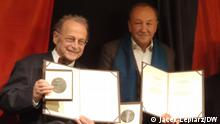 22.10.2021+++Preistraeger Hans Hennig Hahn und Robert Traba mit Urkunden. (c) Jacek Lepiarz