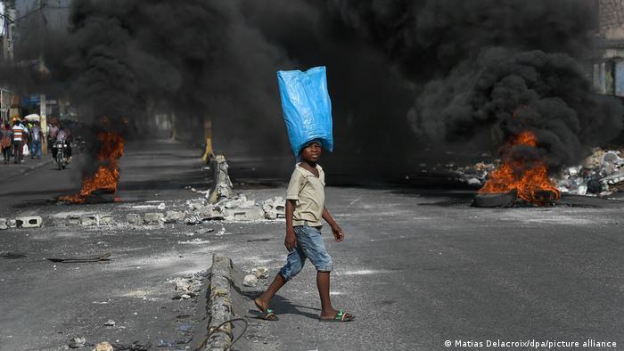 Zapaljene barikade na ulicama Haitija