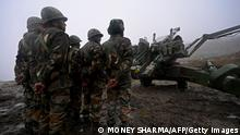 Indian Army soldiers stand next to a Bofors gun positioned at Penga Teng Tso ahead of Tawang, near the Line of Actual Control (LAC), neighbouring China, in India's Arunachal Pradesh state on October 20, 2021. (Photo by Money SHARMA / AFP) (Photo by MONEY SHARMA/AFP via Getty Images)